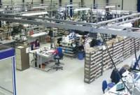 Pracownik produkcji Holandia praca na montażu przy sprzęcie elektronicznym